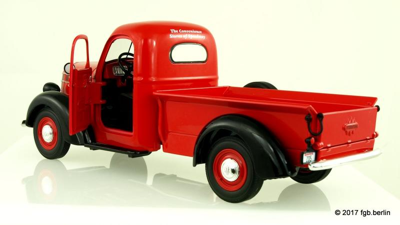 First Gear 1938 International D-2 Pickup - mit Accessories